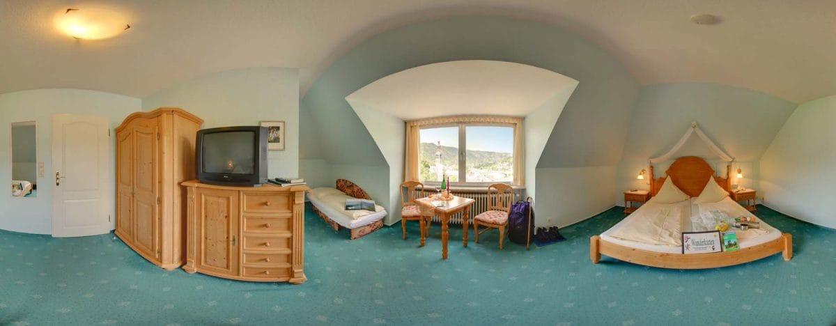 Doppelbettzimmer mit Moselblick